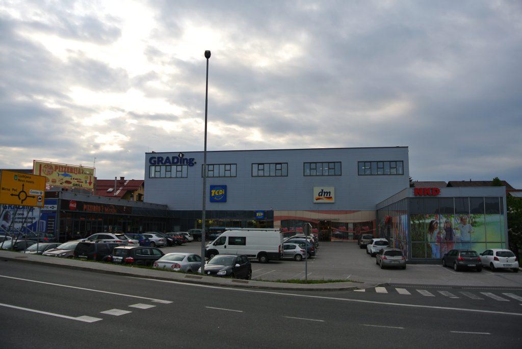 Gostinski objekt in trgovska stavba Grading Kurent